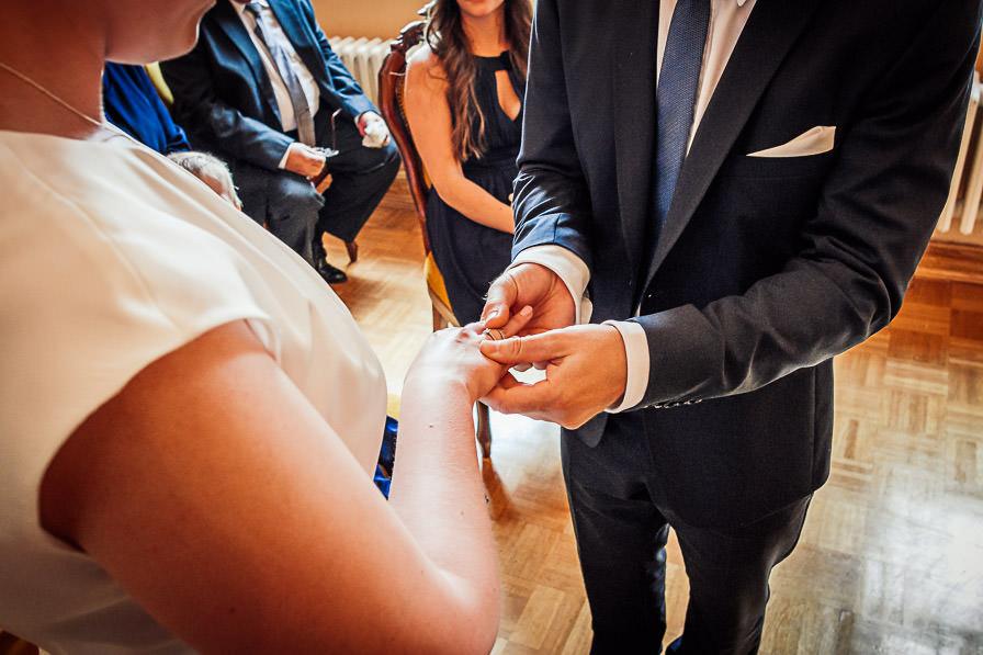 Standesamtliche Hochzeit mit Ringübergabe bei der Trauung im Standesamt