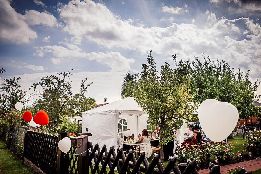 Zelt bei der Gartenparty