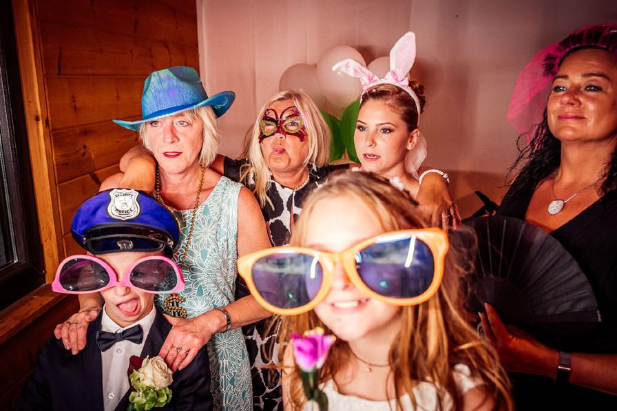 Hochzeitsgäste mit Photobooth