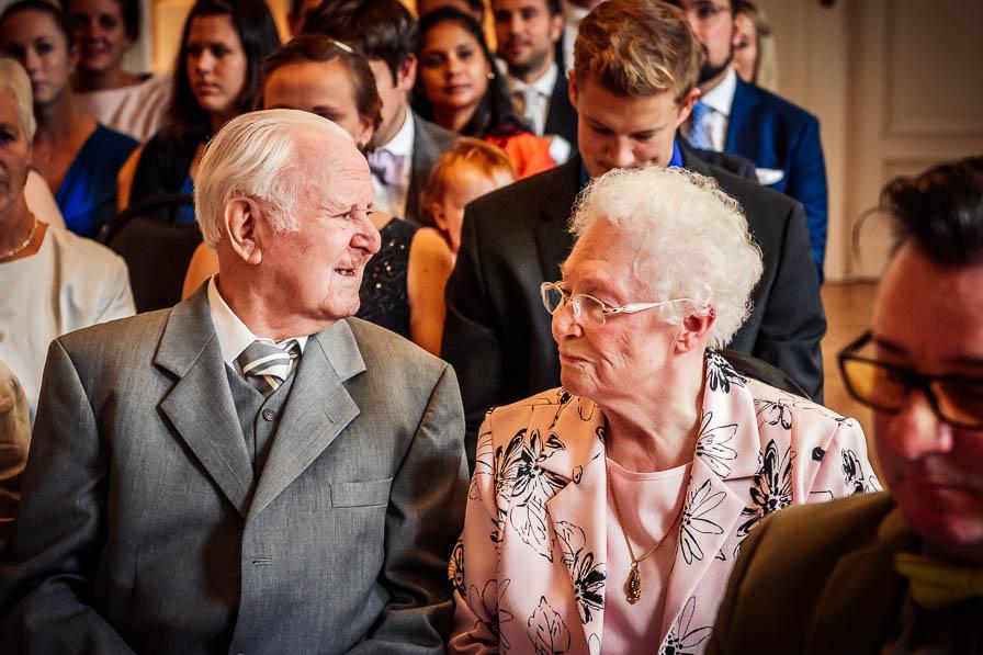 Großeltern im Trauzimmer