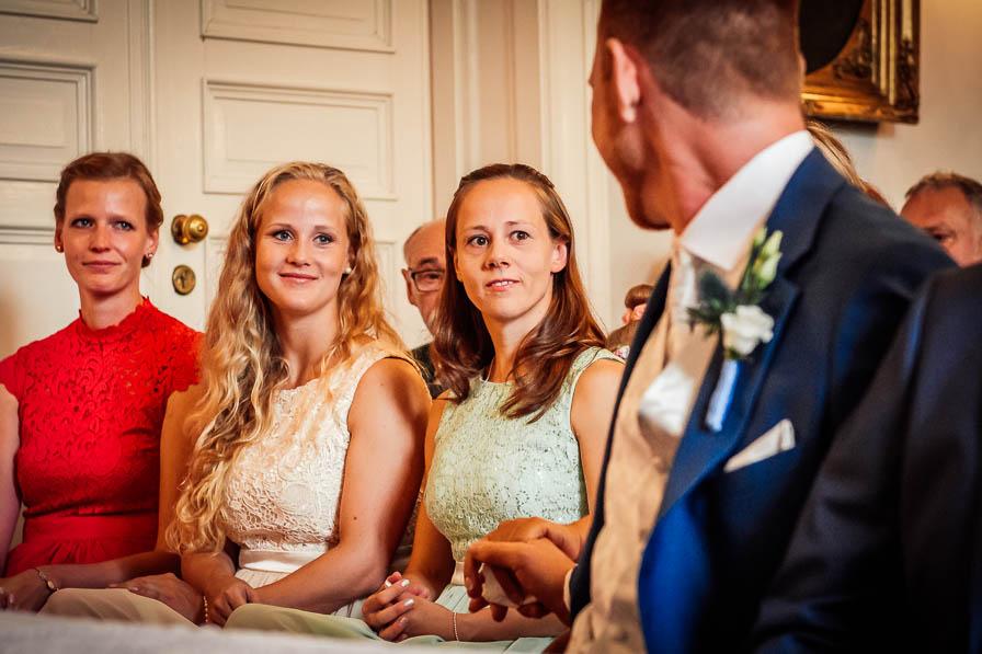 Schwestern des Bräutigams