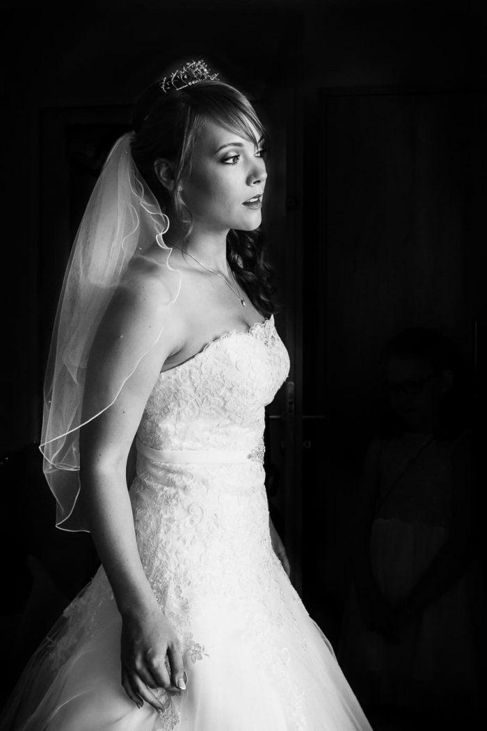 Portrait der Braut beim Getting Ready
