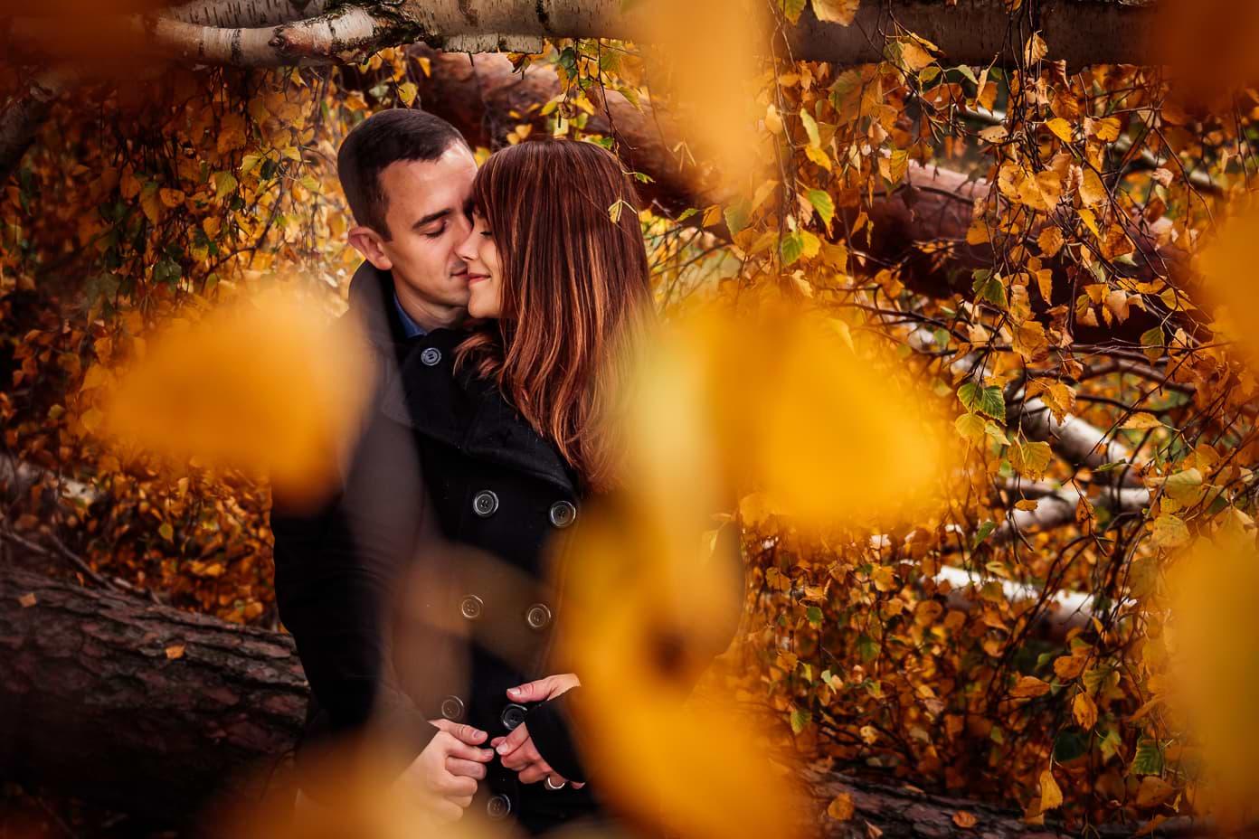 Herbstshooting mit verlobtem Paar