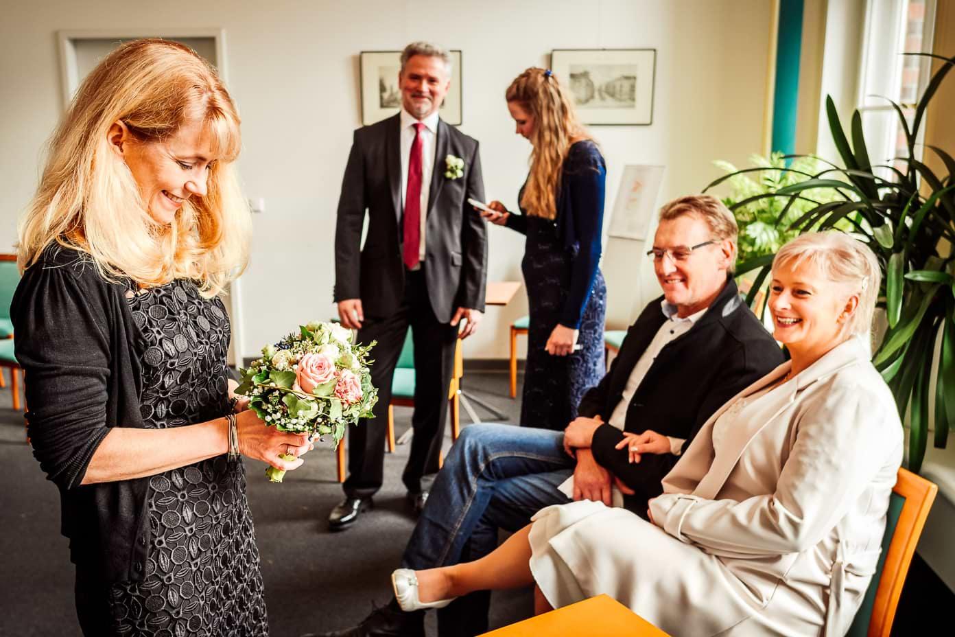 Hochzeitsgäste im Standesamt Berlin-Neukölln