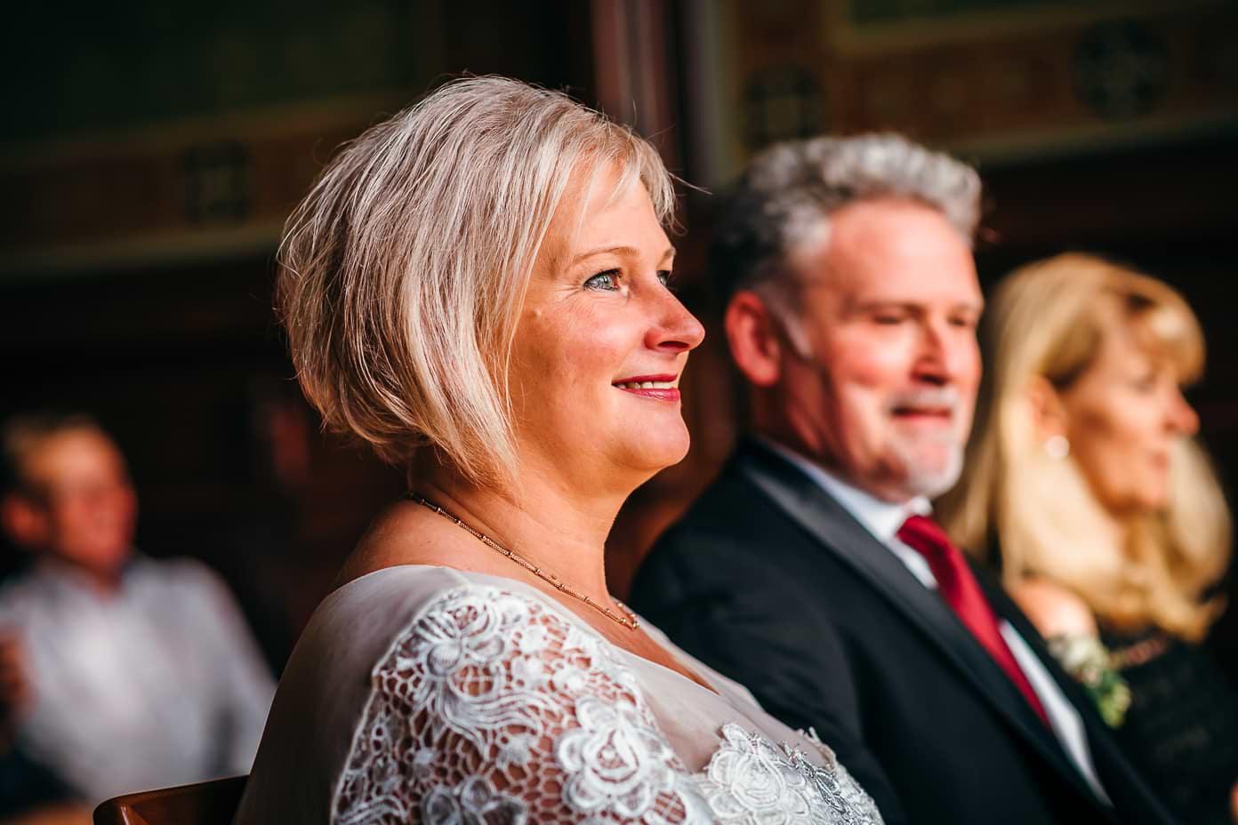 Braut bei der Trauung