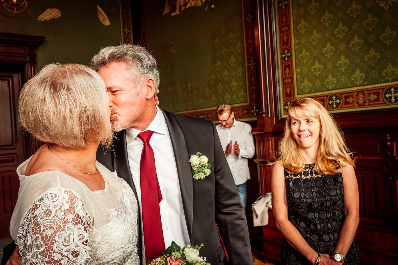 Erster Kuss des Ehepaares