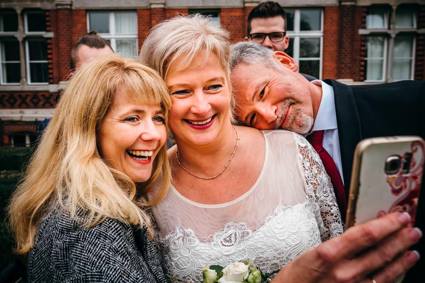 Frisch vermählte Braut und Bräutigam