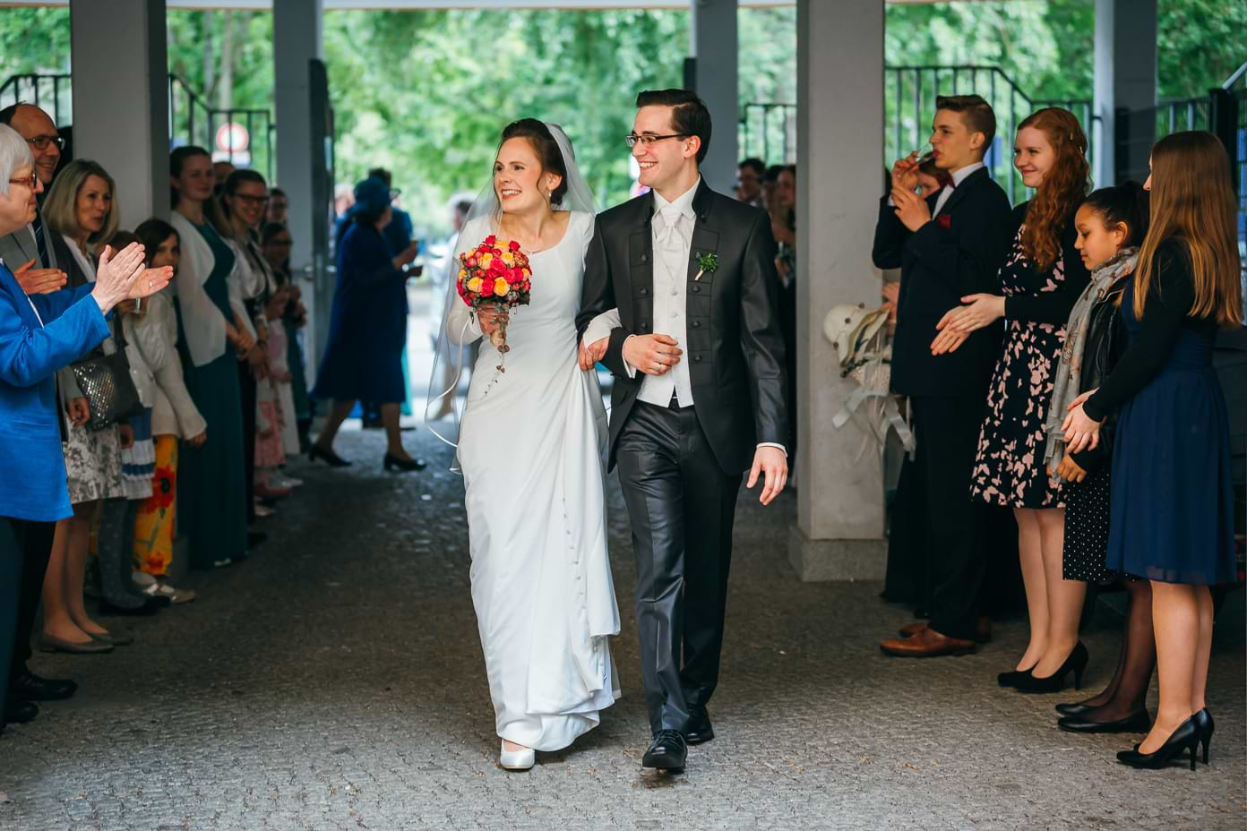Ankunft des Brautpaares beim Empfang in Kreuzberg