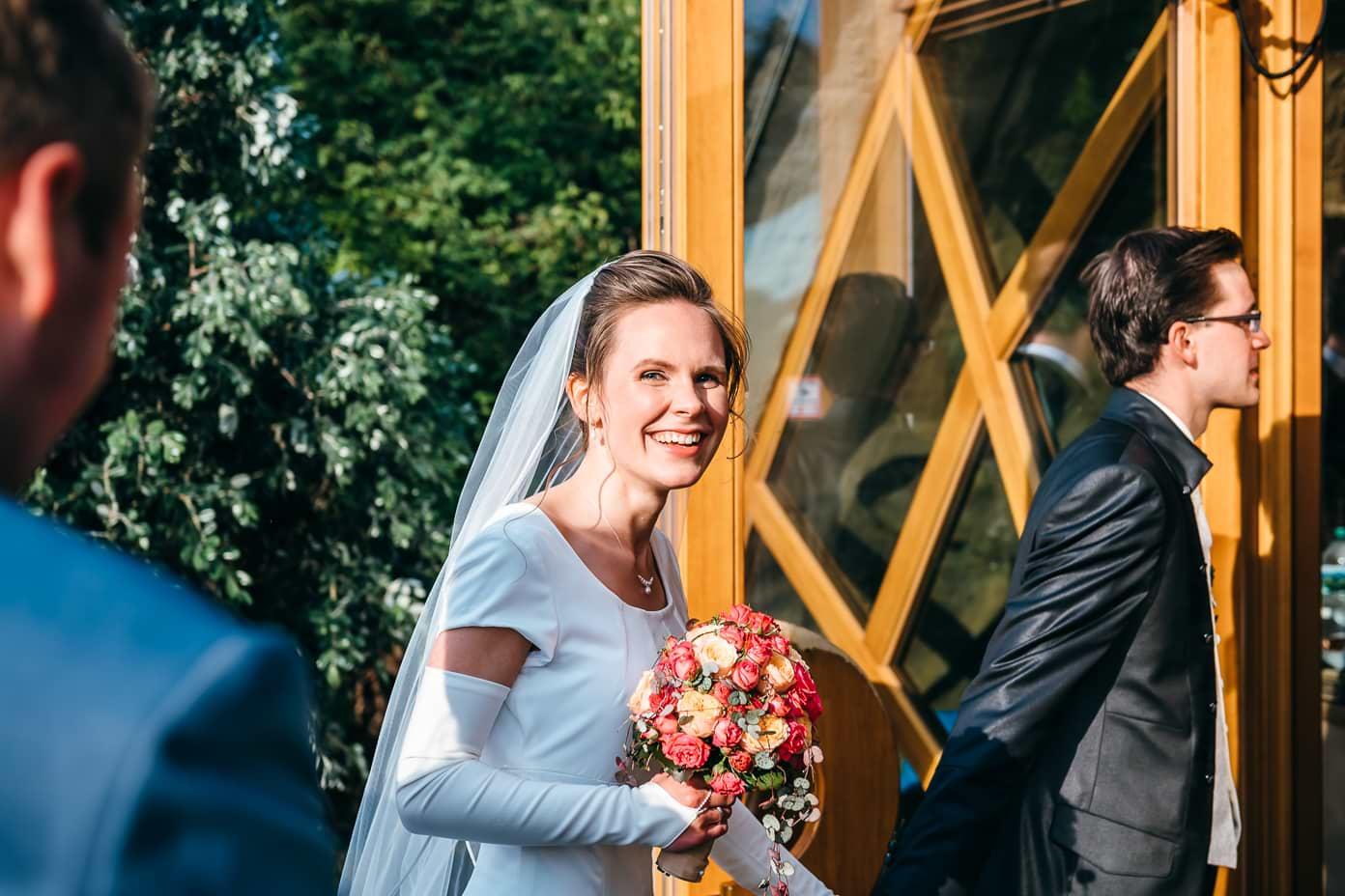 Braut an den Britzer Seeterrassen