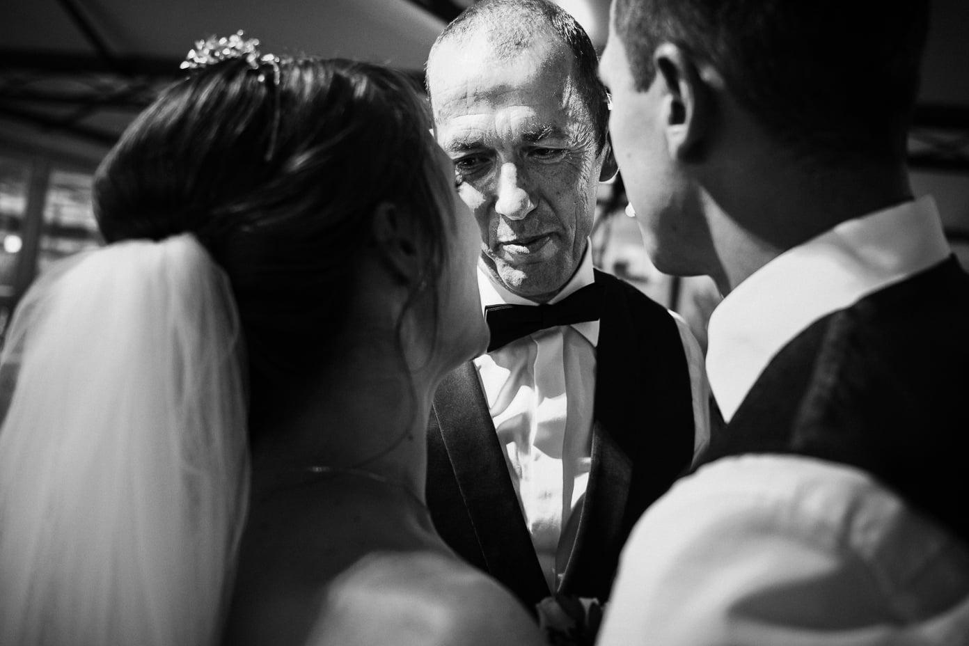 Brautpaar mit Vater
