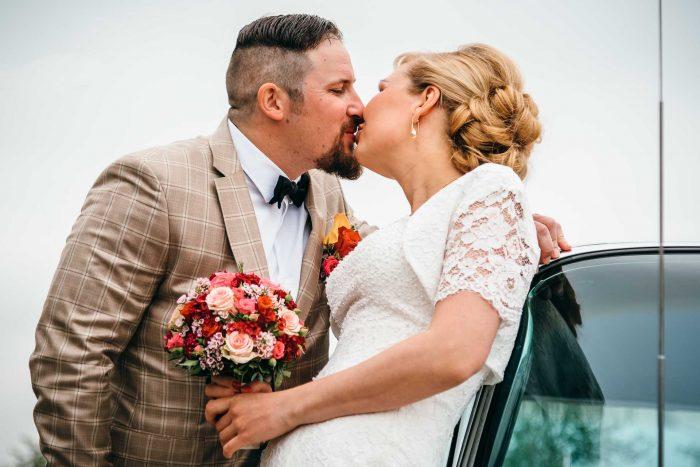 Brautpaarshooting mit Cadillac