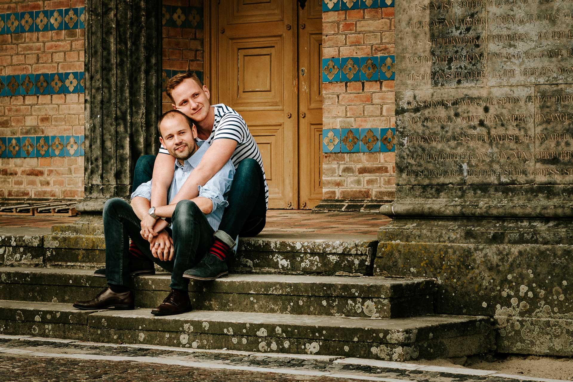 Verlobungsshooting mit schwulem Paar