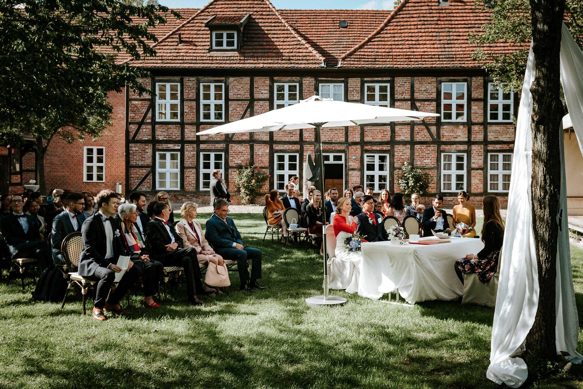 Trauung im Garten des Schleswig-Holstein-Hauses in Schwerin